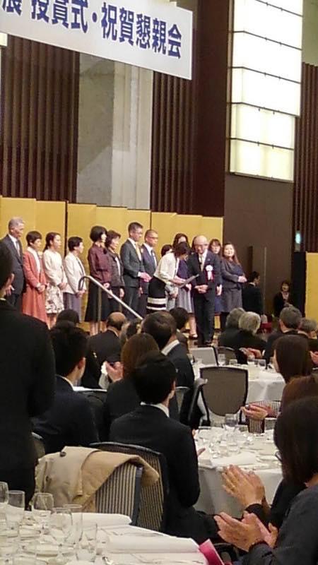 謙慎書道会祝賀会で秀逸賞受賞者代表になりました