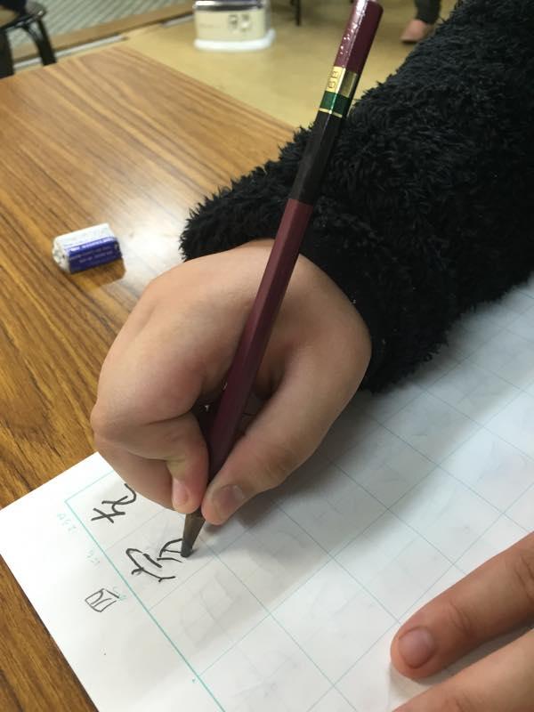 鉛筆の正しい持ち方ビフォーアフター