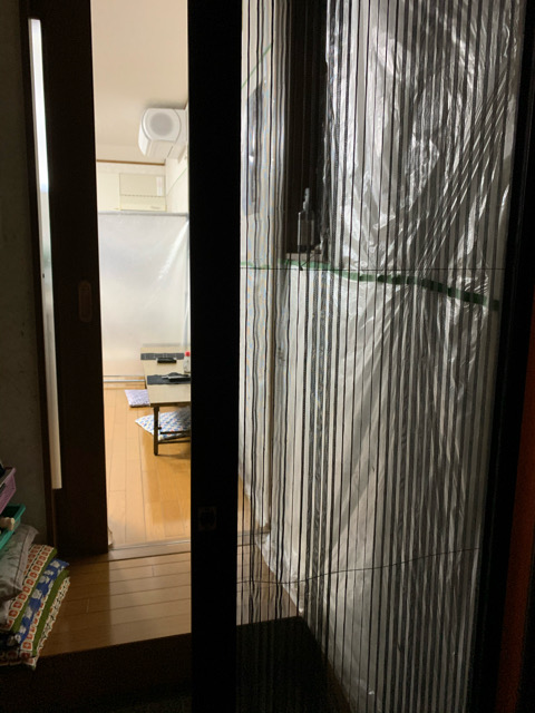 網戸ドア設置で、ドアを開放しても蚊の侵入を防いでいます!